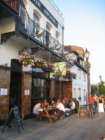 Hammersmith: The Blue Anchor pub