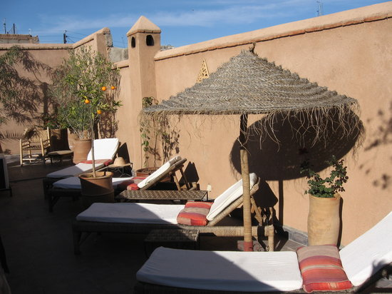 Riad Boussa: Plenty of places to lounge around on the roof.