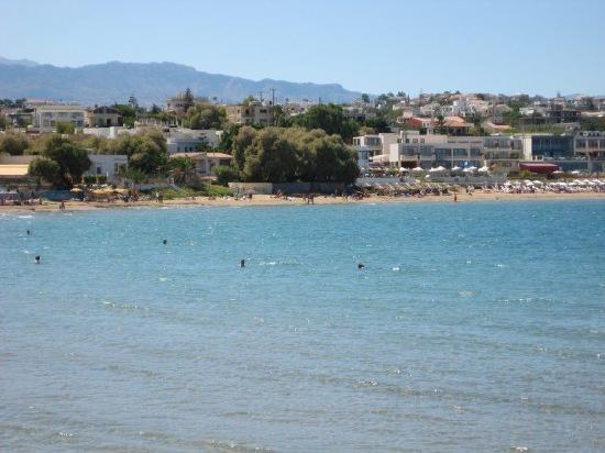 Yakinthos Hotel: The beach
