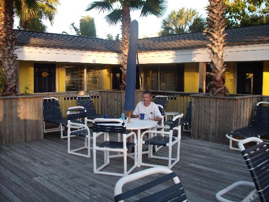 Barefoot Bay Resort and Marina: Having our morning coffee on the pool deck