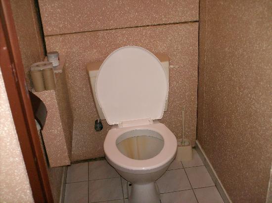 Opatov Hotel: toilet