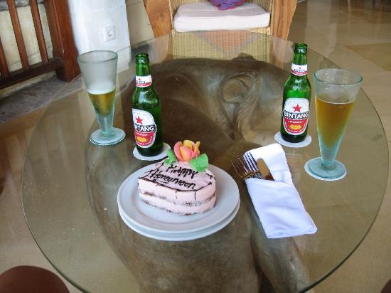 Alam KulKul Boutique Resort : Cake they made us at thier bar