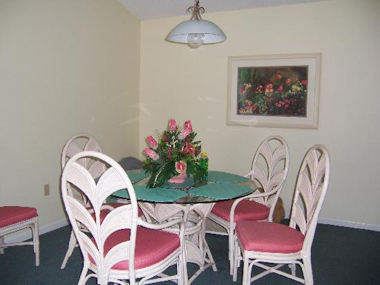 Imperial Lakes: dining room