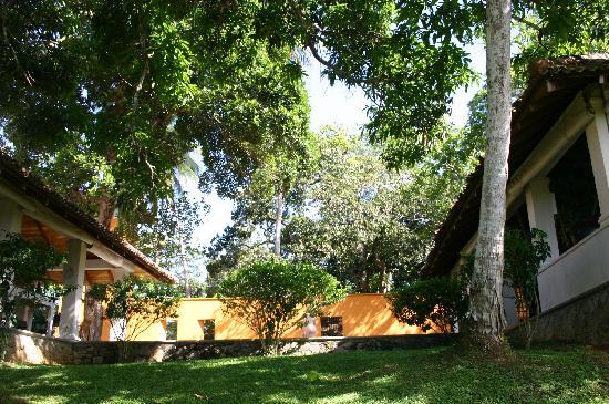 Kahanda Kanda: Twin Pavillions
