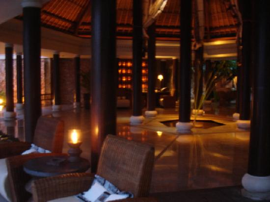 The Oberoi, Lombok: the lobby at night