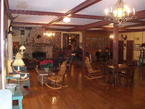 Lakeside Inn : Ballroom and Fireplace
