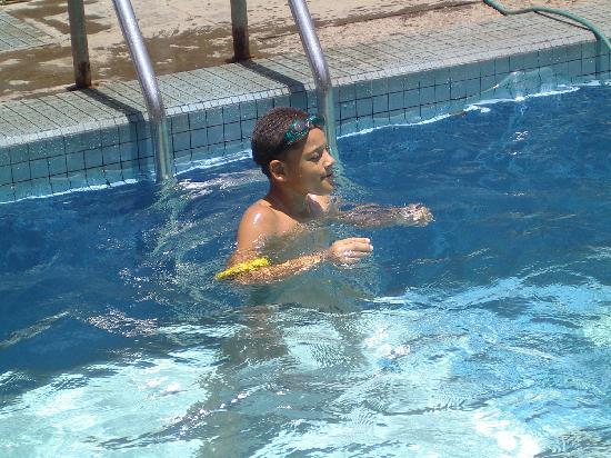 Foyer des Marins : Spass im Pool