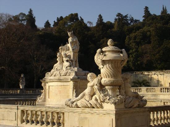 Nimes, France: Statues