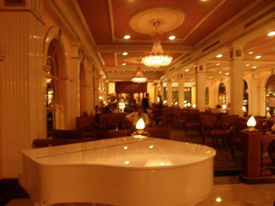 Concorde El Salam Hotel Cairo by Royal Tulip: piano bar area