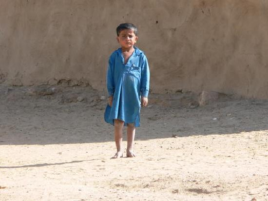 Hotel Monsoon Palace : Boy in the desert