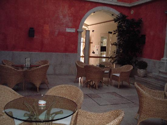 Hotel Real Palacio : Hotel courtyard