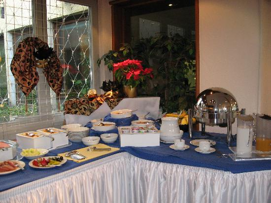 Hetzel Hotel: Half of breakfast buffet