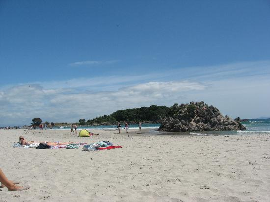 Hotel on Devonport: the beach about 10mins away