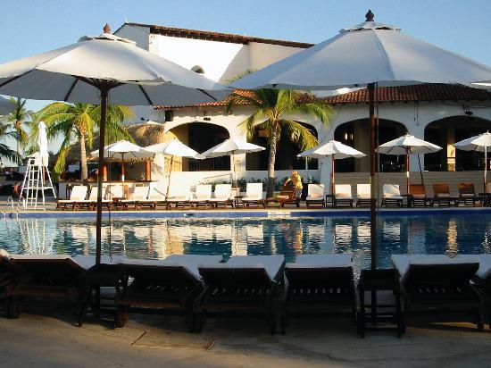 Club Med Ixtapa Pacific: stunning pool decor