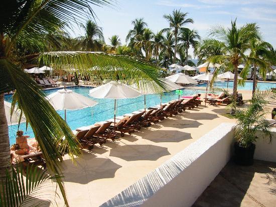 Club Med Ixtapa Pacific: imagine lying here