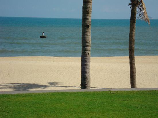 Four Seasons Resort The Nam Hai, Hoi An : Pristine beach at the Nam Hai