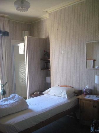 Elgin Villa: Bedroom, with shower