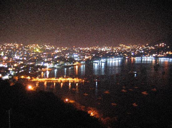 Villas El Morro: View by night