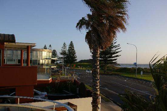 Belle Mer Beachfront Apartments: Looking towards the Mount from our balcony