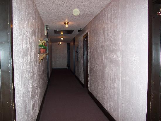 Cassadaga Hotel: Orbs on ceiling and door 2nd floor hallway