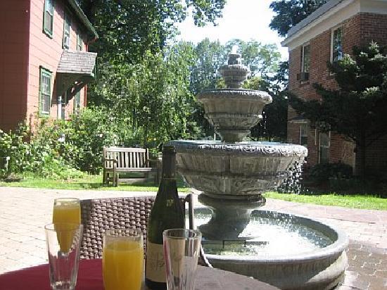 Cromwell Manor Inn: Champagne Breakfast