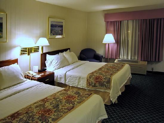Fairfield Inn & Suites Portland Airport: Typisches Zimmer mit zwei Doppelbetten