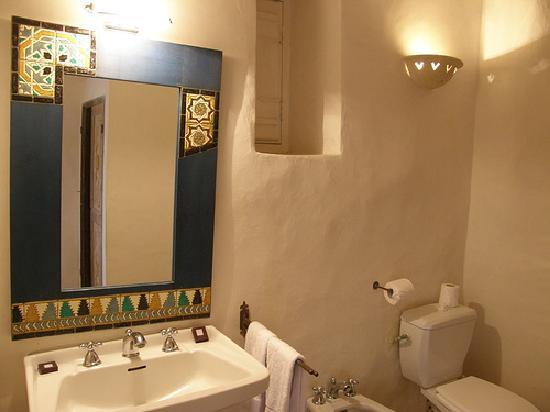 Dar Dhiafa: bathroom