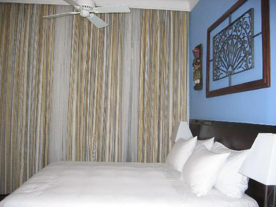 Hotel Casa do Amarelindo: The room - the bed is so COMFORTABLE!!