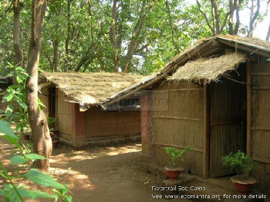 Ecomantra's Rivertrail Eco Camp : Native Architecture 100% natural