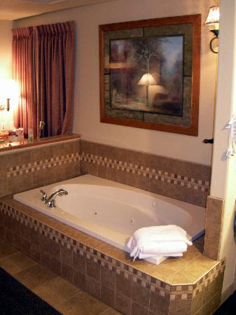 Super 8 Grangeville: King Suite Tub