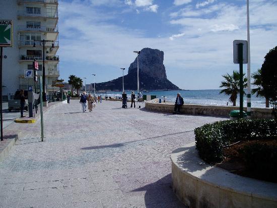 Кальп, Испания: The Arenal beach promenade