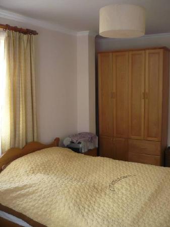 Pacific Hotel: Okay room1