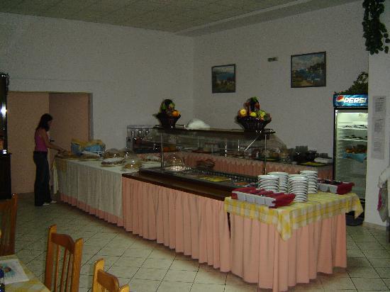 Angela Beach Hotel: Buffet