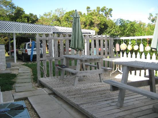 Tropical Dreams Rentals: Tropical Dreams Backyard Picnic Tables