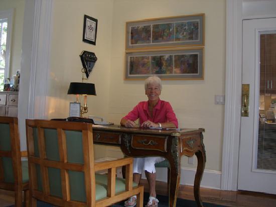 Marquesa Hotel: Front Desk