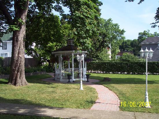 Chestnut Inn: The beautiful Gazebo