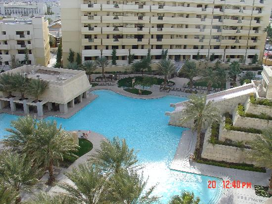 Cancun Resort: Swimming Pool from our balcony