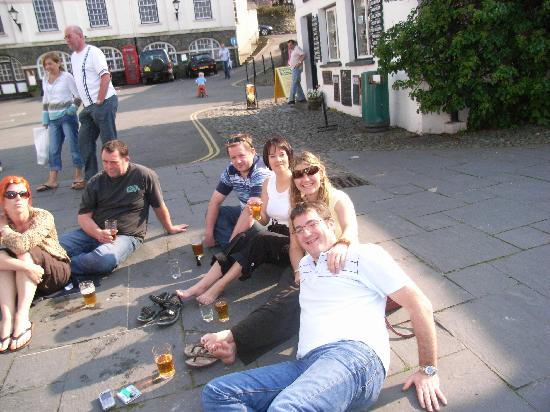 The Kings Arms Hotel : A lovely day for an ice cold beer