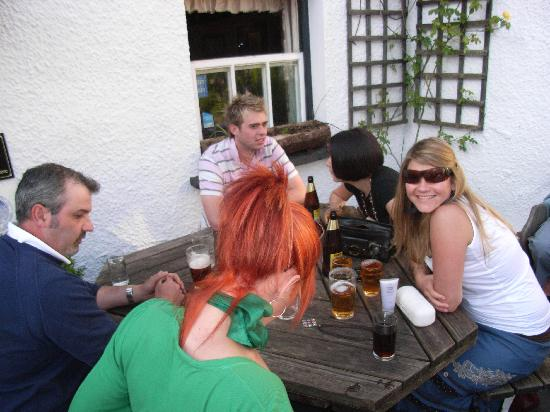The Kings Arms Hotel : Haveing drinks with new friends