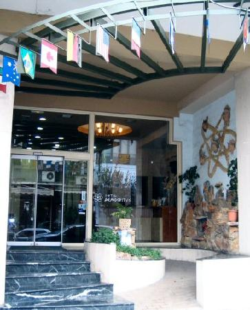 Democritus Hotel: Main entrance