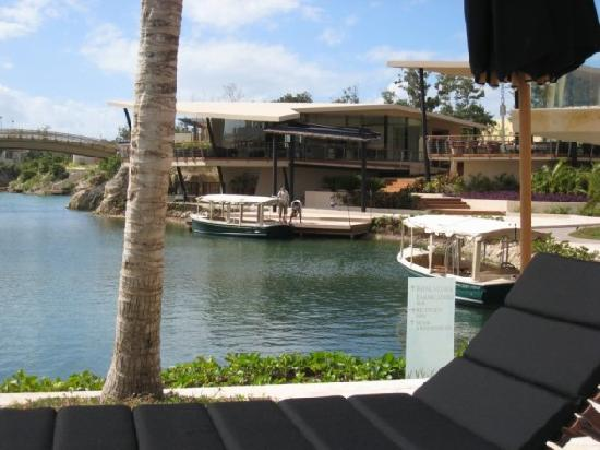 Rosewood Mayakoba: lagoon outside lobby