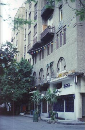 Windsor Hotel Cairo: Front of Hotel - Windsor