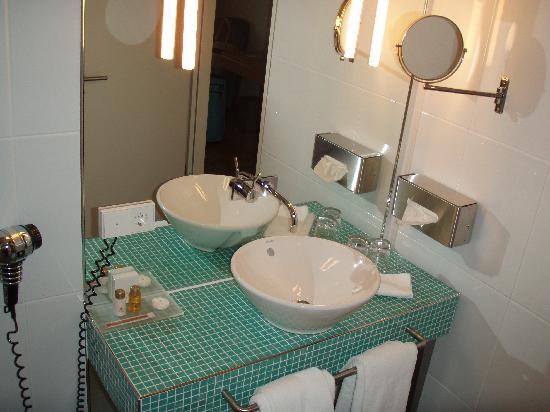 blick von zimmer 501 auf innenhof hotel santo k ln bild von hotel santo k ln tripadvisor. Black Bedroom Furniture Sets. Home Design Ideas