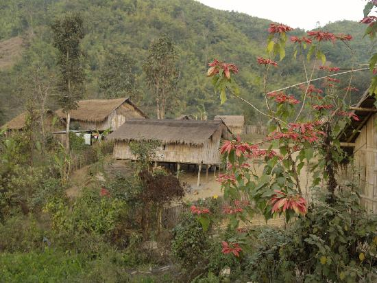 Huai Khum Resort: Eines der nahen Dörfer