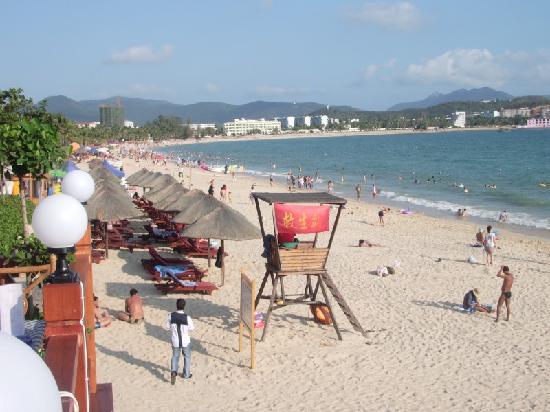 Lanhai Garden Condotel: Tourist beach