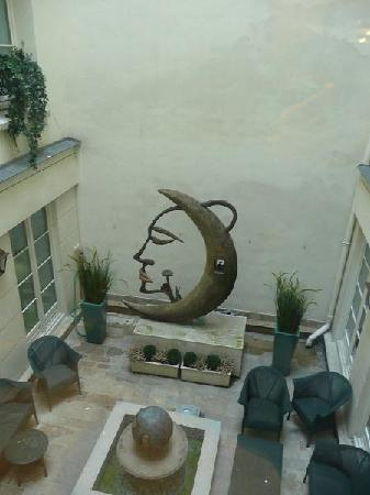 Hotel Luxembourg Parc: internal courtyard