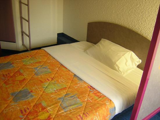 Ibis Budget Hamburg Altona: Double room (bunk bed is on top)
