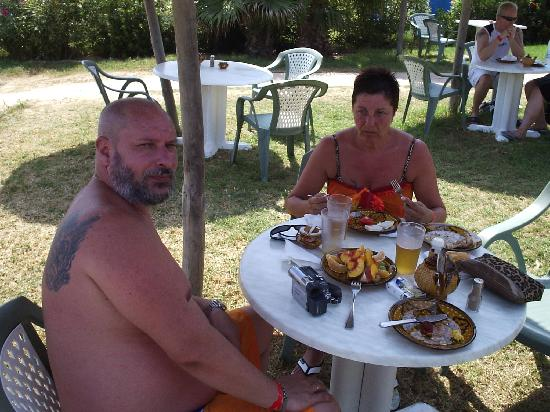 Hotel Mehari Hammamet : comiendo en la playa