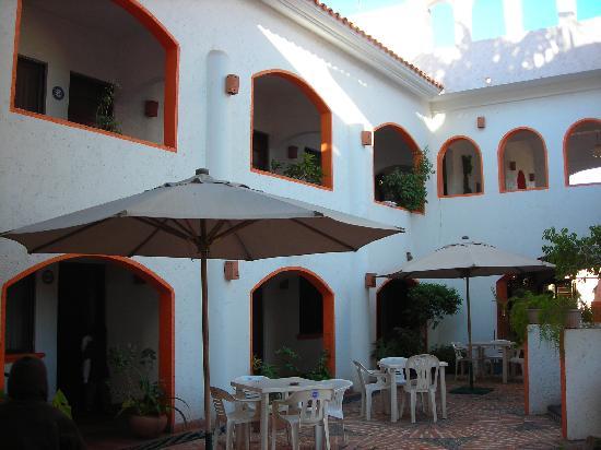Hotel Plaza Loreto: Hotel Courtyard