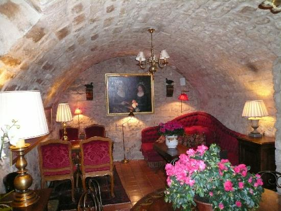 Hotel Duc de Saint Simon: Downstairs Tavern